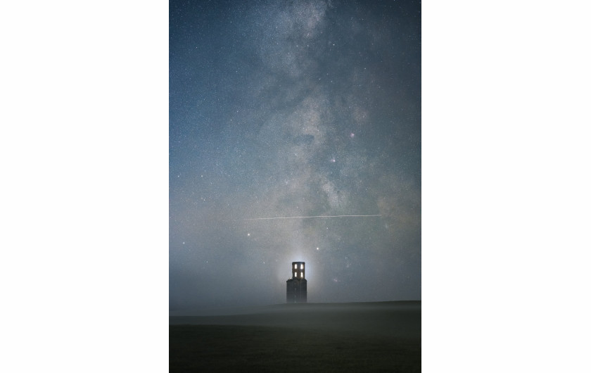 fot. Sam King, Above the Tower, 2. miejsce w kategorii People and Space / Insight Investment Astronomy Photographer of the Year 2019