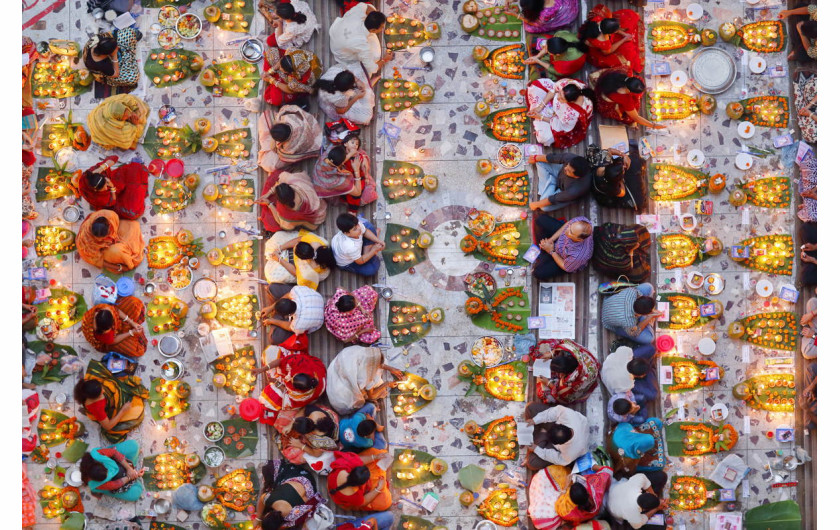 fot. Noor Ahmed Gelal, Praying with Food, 1. nagroda w konkursie PLFPOTY 2018