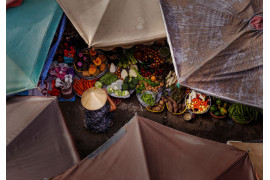"fot. Thanh Tran, ""Umbrella Market"",  finalista kategorii Travel"
