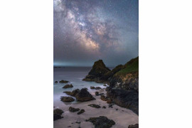 "fot. Ainsley Bennet, ""Kynance Cove"" / Insight Investment Astronomy Photographer of the Year 2018"