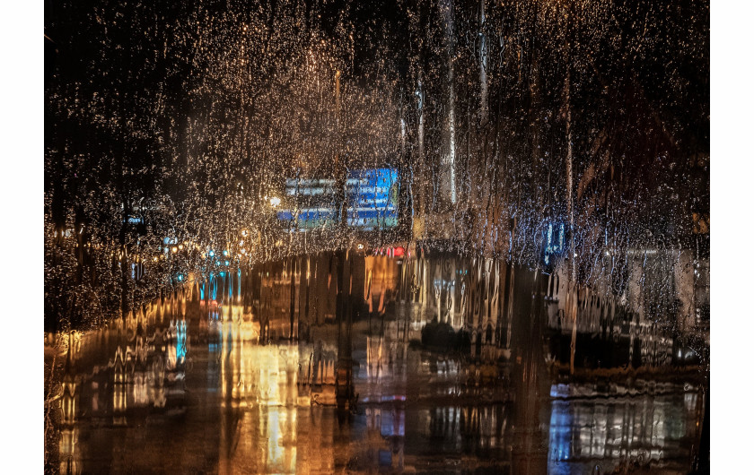 fot. Christine Holt, Rain in the City, 2019 Weather Photographer of the Year
