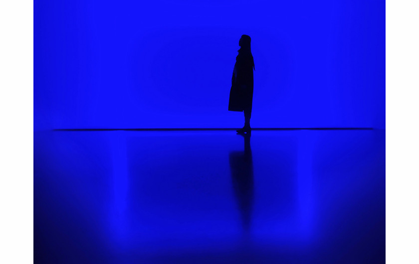 fot. Zhang Yihan, Blue, 1. miejsce w kategorii Silhouettes / Mobile Photography Awards 2018