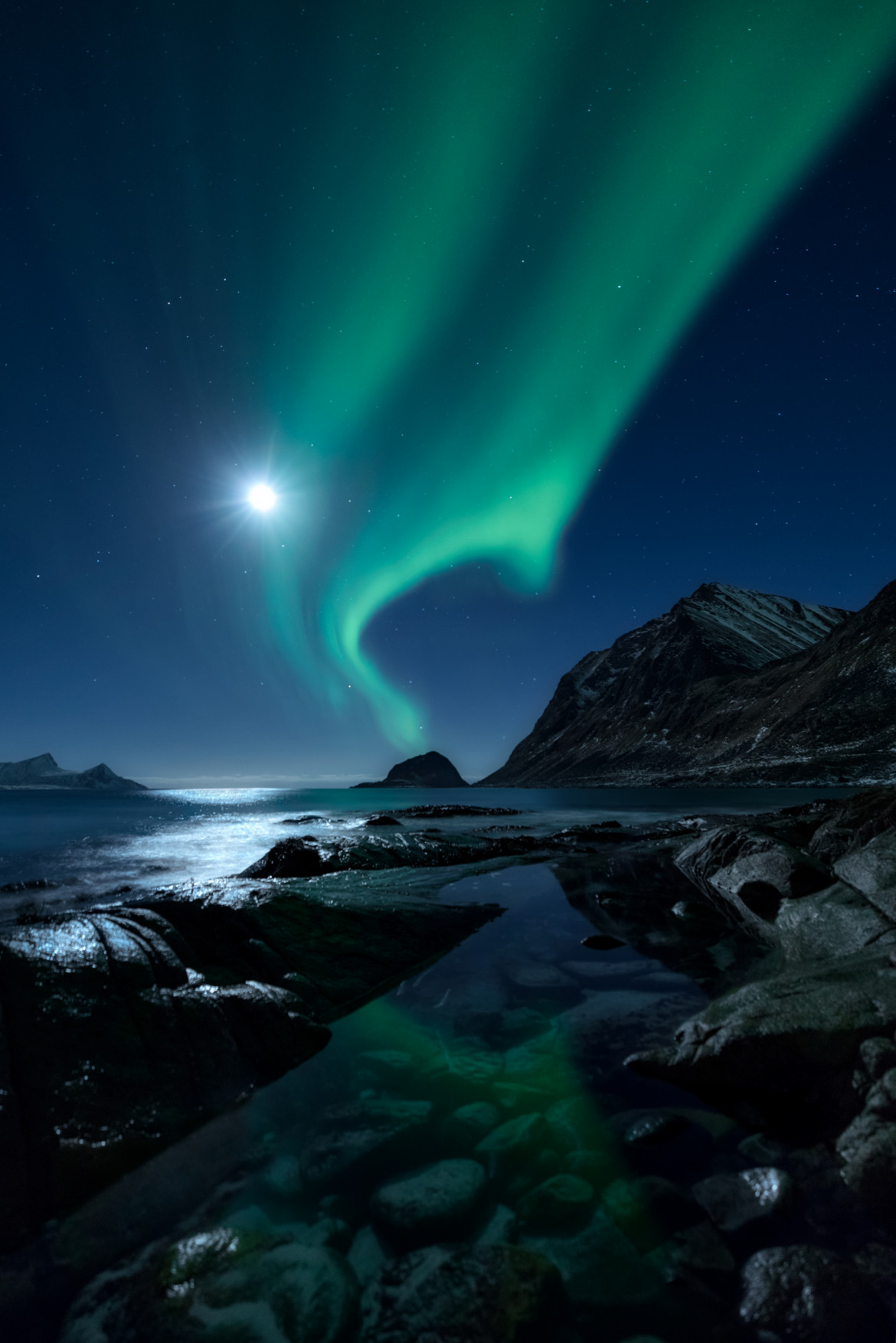 "fot. Mikkel Beiter, ""Aurorascape"", 3. miejsce w kategorii Aurorae / Insight Astronomy Photographer of the Year 2018"