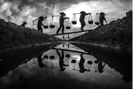 "fot. Hoa Tran Trung, ""Sunset"", 1. nagroda w kategorii People / Monovisions Photography Awards 2019"