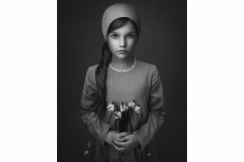"fot. Lisa Visser, ""When the Flowers Die"", 3. miejsce w kategorii Fine Art/ B&W Child 2018"