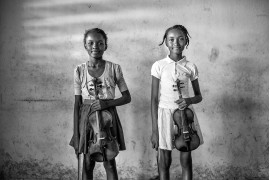 "fot. Urim Hong, z cyklu ""City Soleil: a melody of hope"", 3. nagroda w kategorii People / Monovisions Photography Awards 2019"