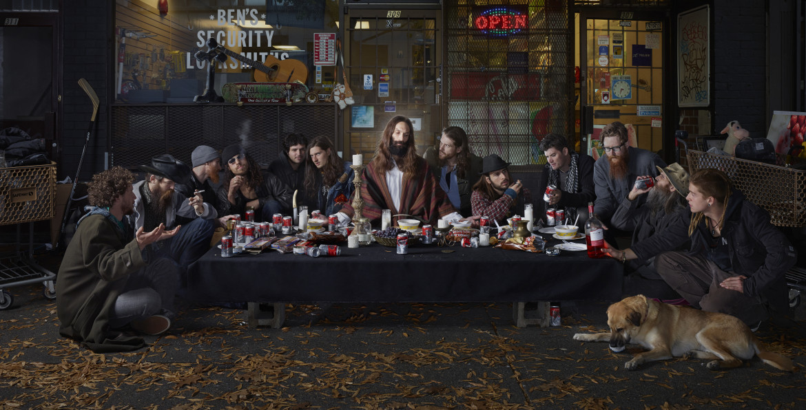 "fot. Dina Goldstein, ""The Last Supper East Vancouver"", 2. miejsce w kategorii Creative / Urban Photo Awards 2019"