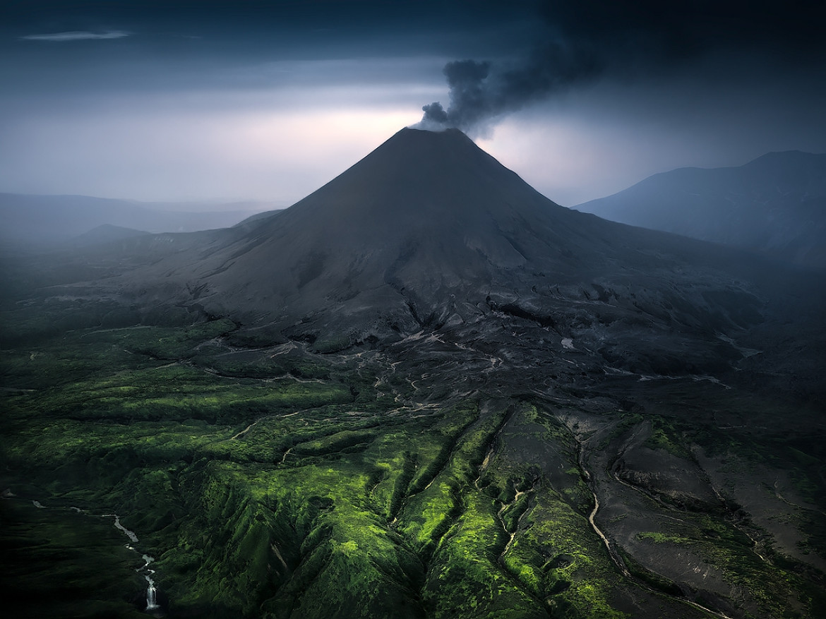 "fot. Isabella Tabacchi, z cyklu ""Kamchatka: to The Abyss of The Earth"", 1. miejsce w kategorii Nature i tytuł Fotografa Roku / Moscow International Foto Awards 2020"