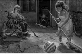 "fot. Constanza Portnoy, LIFE FORCE: WHAT LOVE CAN SAVE, I miejsce w kategorii ""Storyboard"" Siena International Photo Awards 2019"
