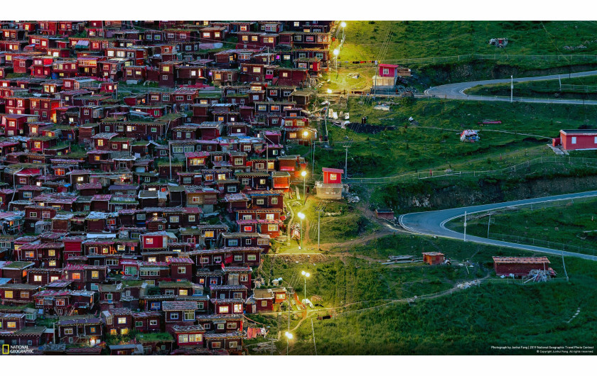 Junhui Fang, FOLLOW THE LIGHT - nagroda publiczności w kategorii Cities | National Geographic Travel Photographer of the Year 2019