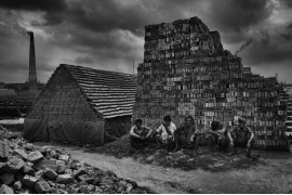 "fot. Alain Schroeder, ""Brick Prison"". 1. miejsce w kategorii Projects & Portfolios w konkursie Urban Photo Awards 2018"