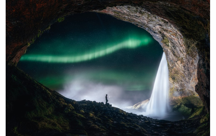 fot. Sutie Yang, Aurora outside the tiny cave / Insight Investment Astronomy Photographer of the Year 2019
