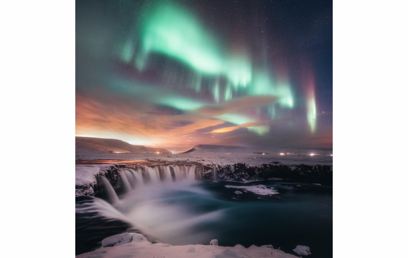 fot. Sutie Yang, Dancing in the Gooafoss / Insight Investment Astronomy Photographer of the Year 2019