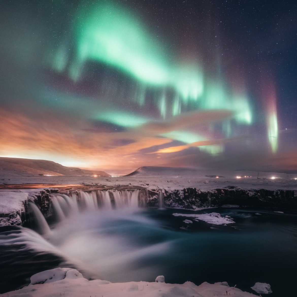"fot. Sutie Yang, ""Dancing in the Gooafoss"" / Insight Investment Astronomy Photographer of the Year 2019"