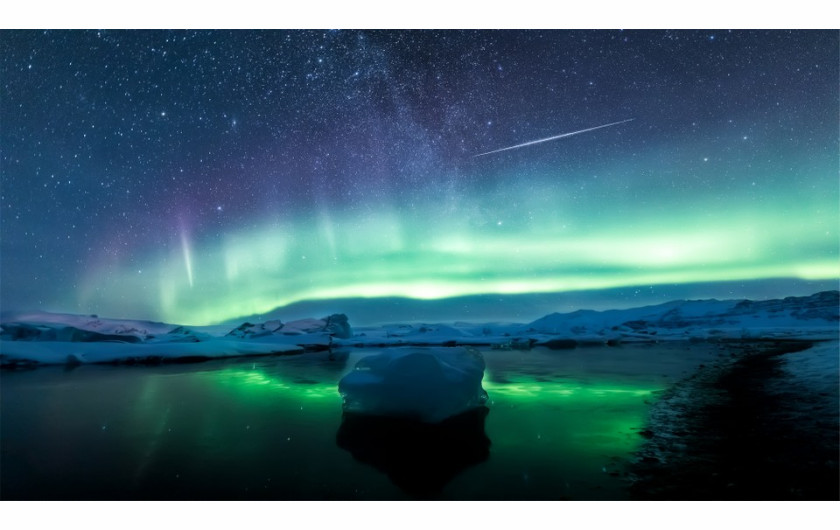 fot. Angel Yu, Reflections of aurorae and meteors / Insight Investment Astronomy Photographer of the Year 2019