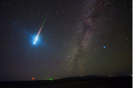 "fot. Zhengye Tang, ""The Perseid Fireball 2018"" / Insight Investment Astronomy Photographer of the Year 2019"