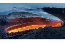 "fot. Luciano Gaudenzio ""Etna's River of Fire"", 1. nagroda w kategorii Earth's Enivronments / Wildlife Photographer pf the Year 2020"