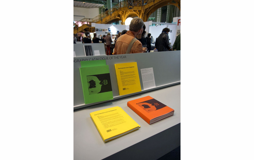"Photography Catalogue of the Year: Christopher Williams ""The Production Line of Happiness"" i ""Printed in Germany"""