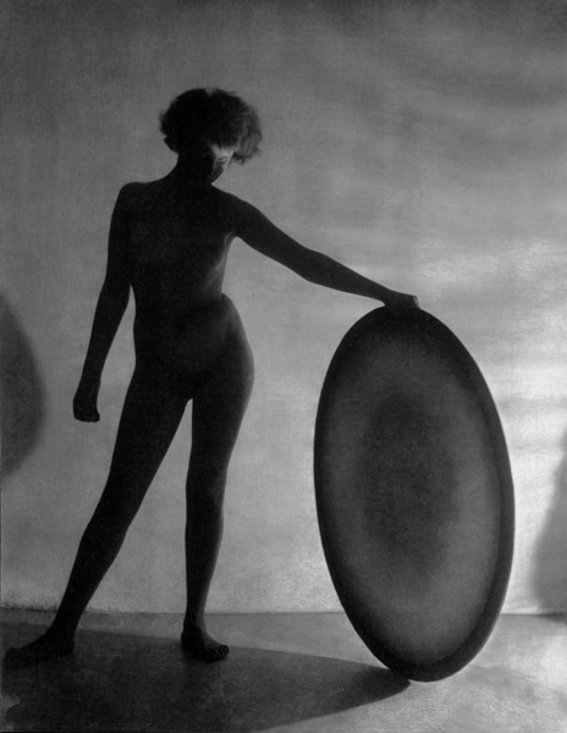 fot. František Dritkol The Nude with Circle, 1927
