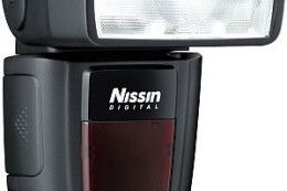 Nissin Di700 i PS 8 - nowy flesz i power pack
